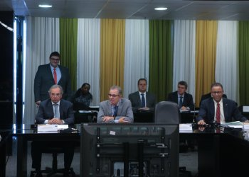 Bento Albuquerque e Paulo Guedes em reunião extraordinária do CNPE em 9 de maio de 2019