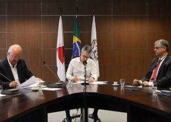 Romeu Zema assinou na Cidade Administrativa, em Belo Horizonte, protocolo de intenção com a empresa Mori Energia Holding. Foto: Gil Leonardi/Imprensa MG