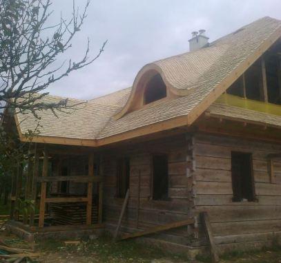 Dach w odnawianym dworku