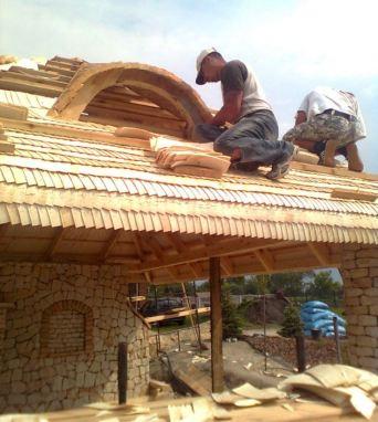 Dacho-ściany na drewniano – kamiennej wiacie