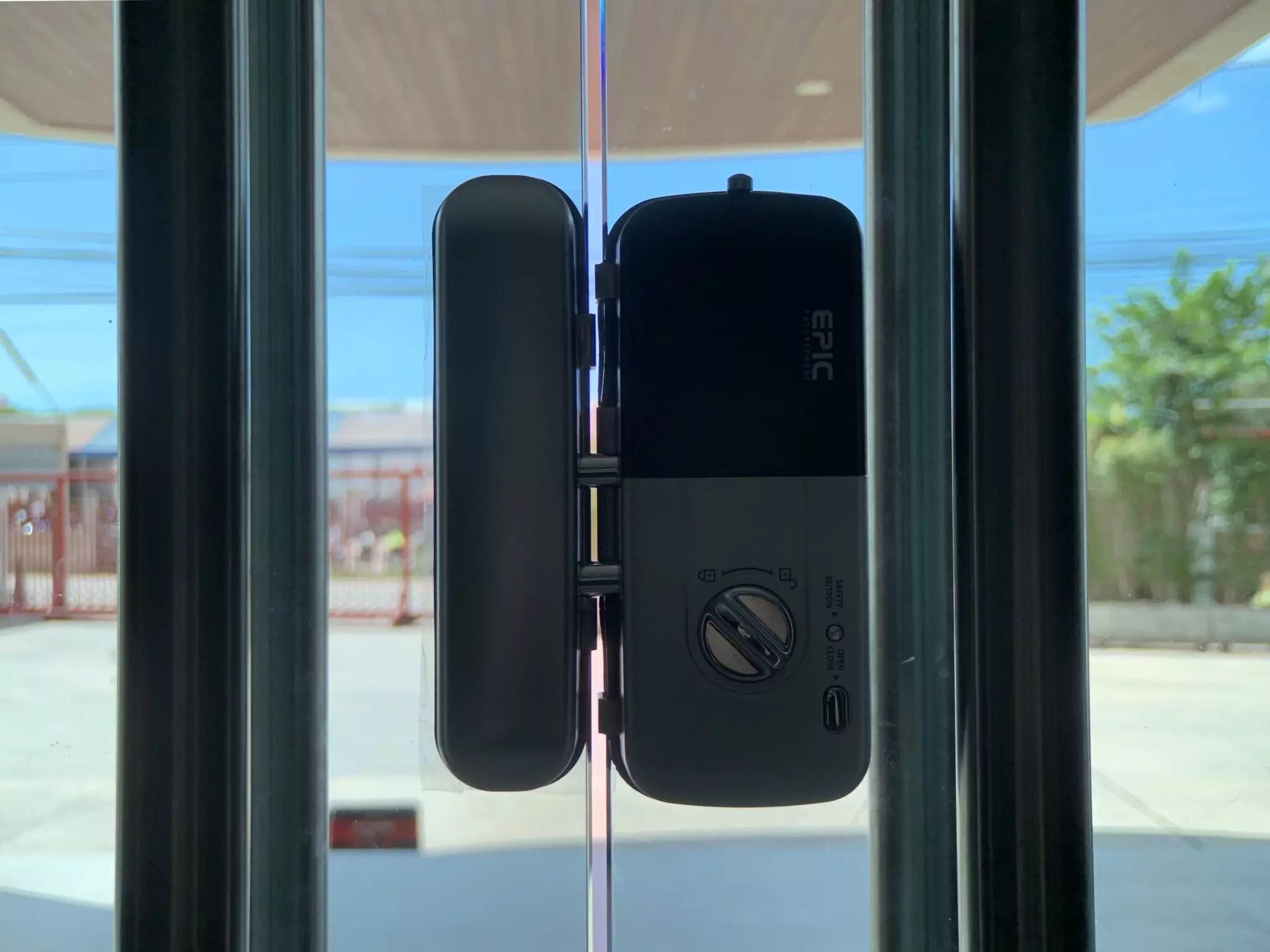 ภาพงานติดตั้ง EPIC DOORLOCK รุ่น ES-303G สำหรับกระจกบานเปลือย