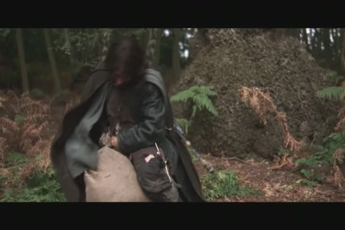 Aragorn gets Gollum into the sack