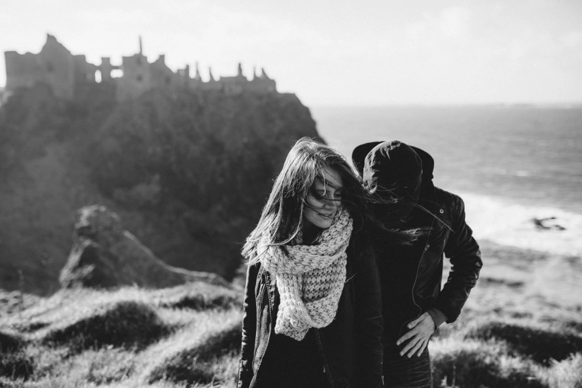 Dunluce Castle Engagement Photographer_0003.jpg