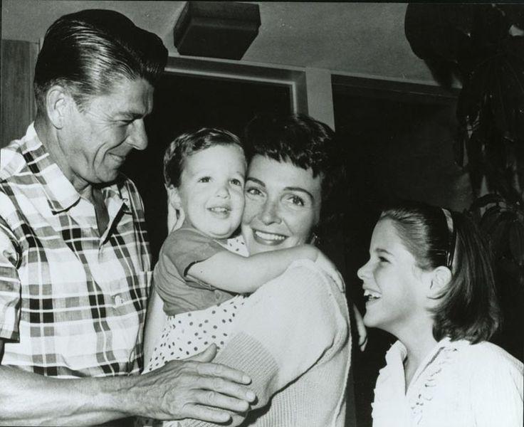 736px-reagan_family_1960