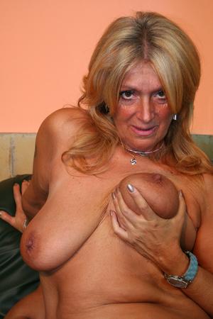 milf posing nude