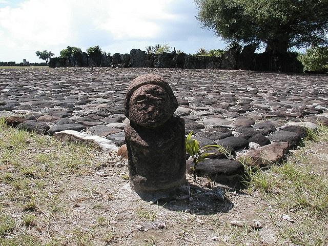 Marae Taputapuatea. Image via Sur la route.