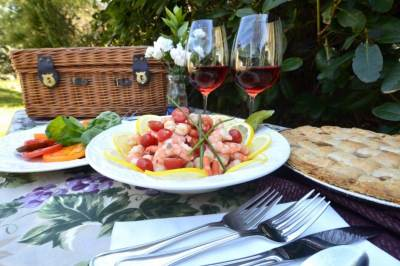 Dining Al Fresco at Beechwood Inn. Photo courtesy of Beechwood Inn B&B.
