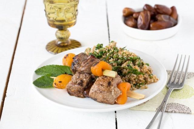 Brochettes d'agneau et taboulé libanais - Photo F.Hamel – Une recette des Cercles Culinaires de France