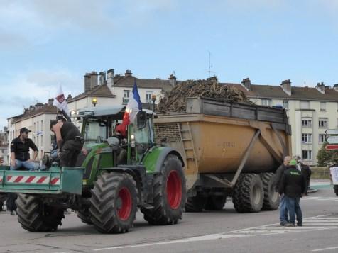 manifestation-des-agriculteurs-vosges-tracteurs-epinal (51)