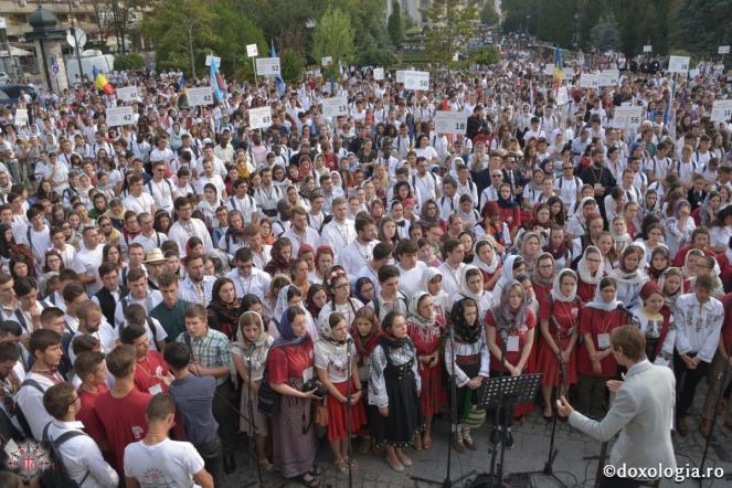 6.000_tineri_ortodocsi_la_sfanta_liturghie_de_la_catedrala_mitropolitana_din_iasi_3