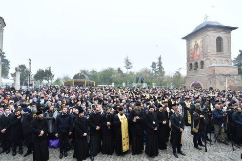 Patru-conducători-de-Biserici-Autocefale-au-coliturghisit-în-Bucureşti-VIDEO-11