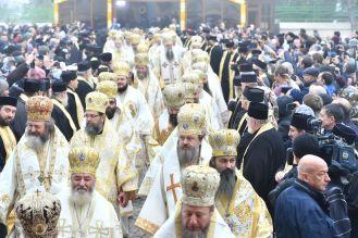 Patru-conducători-de-Biserici-Autocefale-au-coliturghisit-în-Bucureşti-VIDEO-5