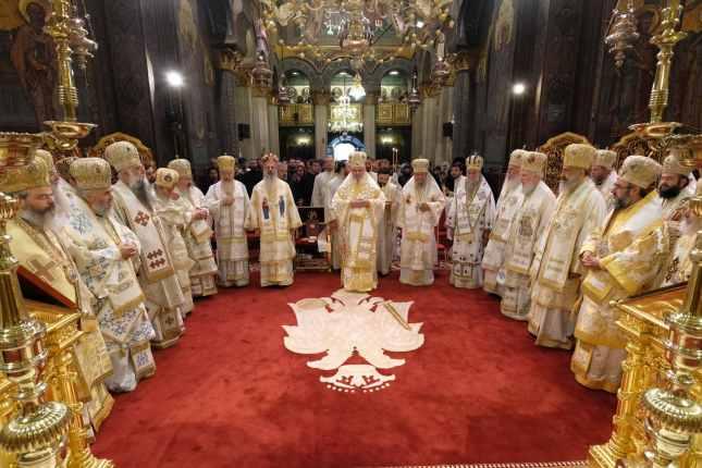 Mai-mulți-ierarhi-s-au-rugat-împreună-cu-Patriarhul-României-la-11-ani-de-la-întronizare-s-3.x71918