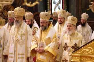 Mai-mulți-ierarhi-s-au-rugat-împreună-cu-Patriarhul-României-la-11-ani-de-la-întronizare-s-5.x71918