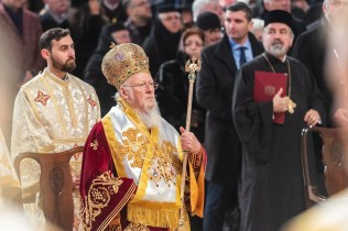 Patriarhul-Ecumenic-BArtolomeu-la-sfintirea-Catedralei-Nationale.x71918