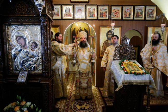 liturghie-sobor-ierarhi-manastirea-zosin_20