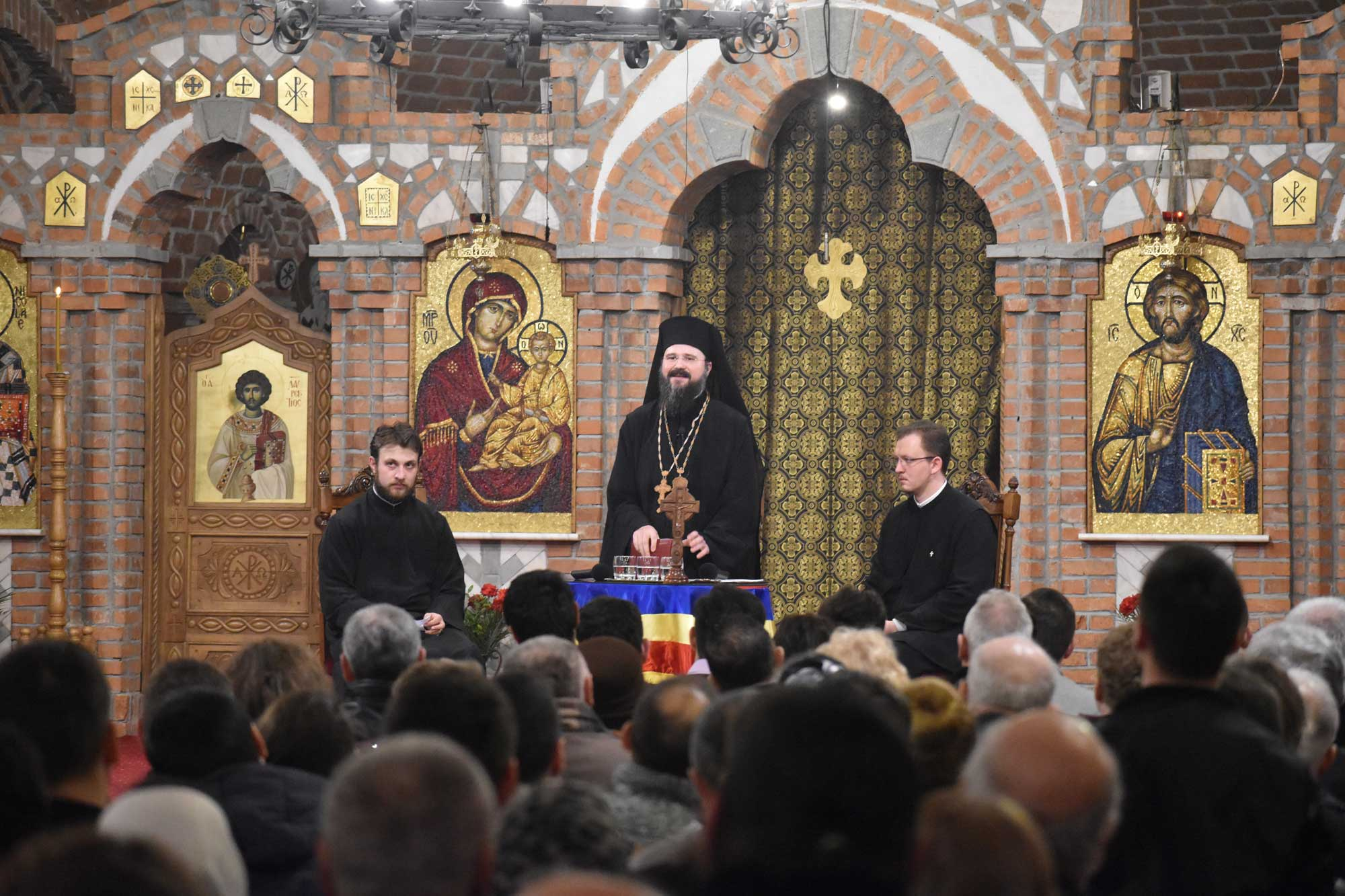 """Bishop Macarie Drăgoi at several conferences in the Great Lent with the young: """"In the most terrible moments, there is, however, a shoulder to join you, some warm hands to wipe your sweat and blood, a good word to lift your forehead pierced with thorns"""""""