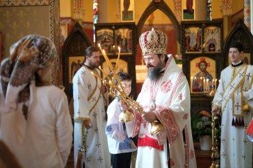 """Părintele Episcop Macarie: """"Să ne lăsăm pătrunși de duhul Înălțării și să ținem calea către cer"""""""