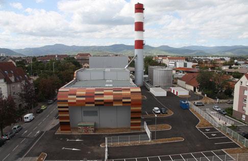 Depuis novembre 2011, la Centrale thermique de l'agglomération de Colmar fonctionne pour le chauffage urbain en utilisant une énergie provenant de l'incinération des ordures ménagères (55 %), du bois (15 %) et du gaz (15 %). © SCCU