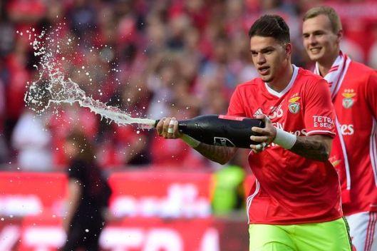 Ederson Celebrates winning Portuguese league