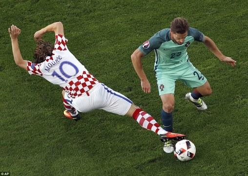 Adrien Silva vs Modric in Portugal vs Croatia