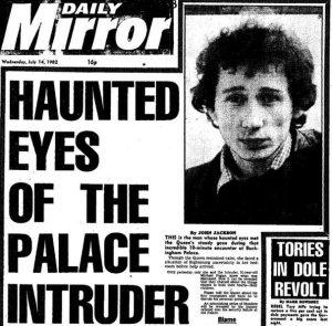 Vetřelec v ložnici královny: Nemáte cigáro?