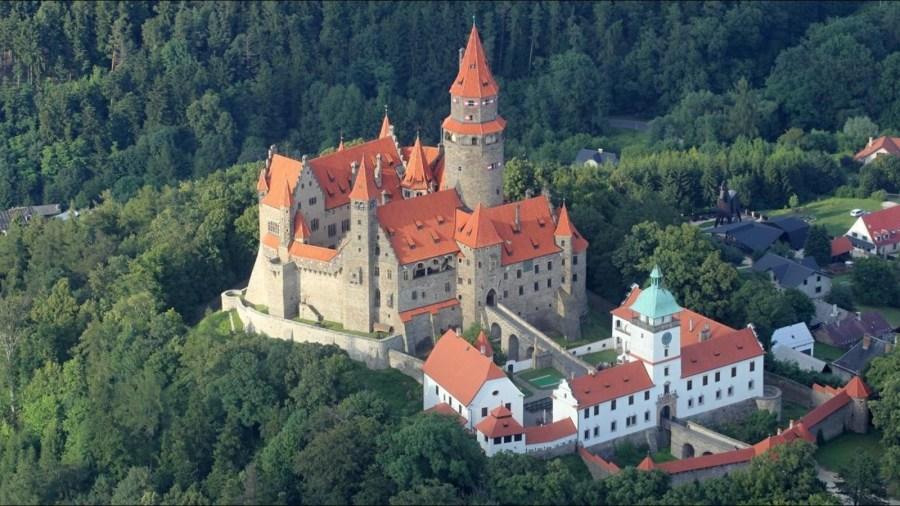 Záhadný hrad Bouzov: Bílá paní i tajný řád nacistů