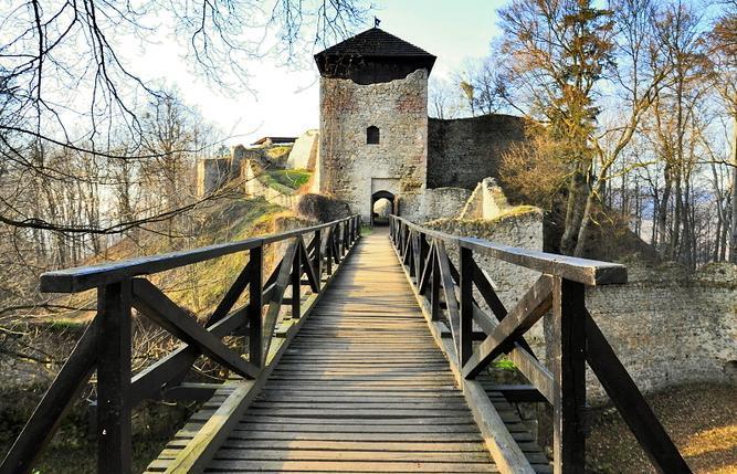 Za branami hradu Lukov
