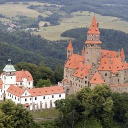 Malebný hrad Bouzov: Pohádková romantika i krutá historie