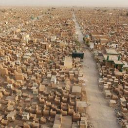 Nejstarší muslimský hřbitov v iráckém Nadžáfu: Kolik milionů těl zde odpočívá?