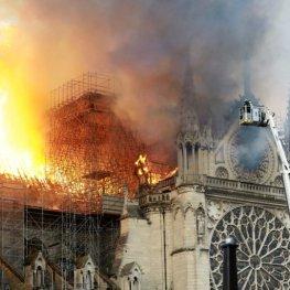 Požár Notre-Dame: Konec Paříže, tak jak ji známe
