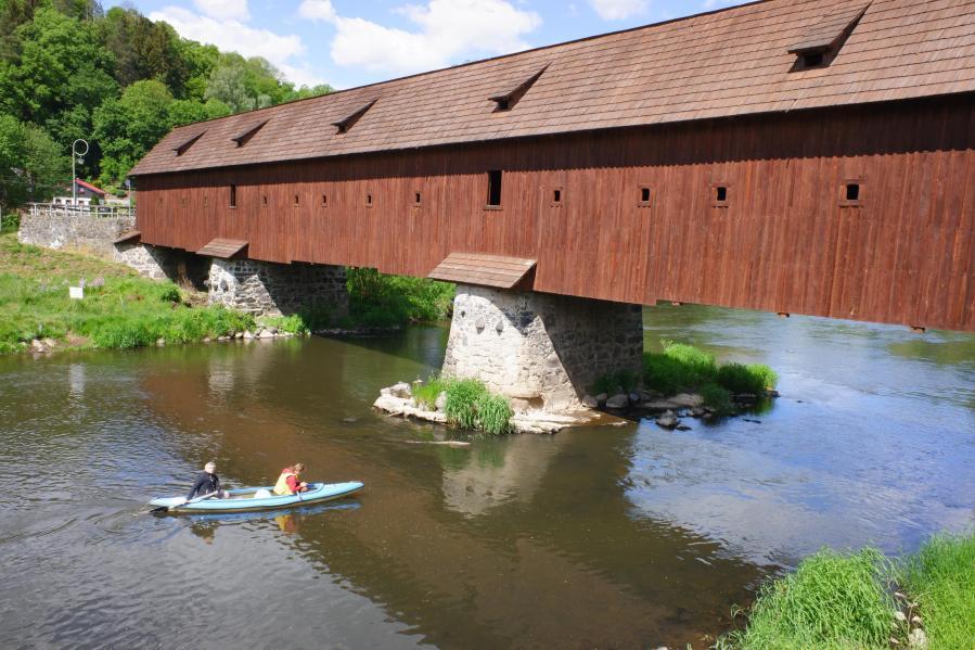Radošov: Unikátní krytý most