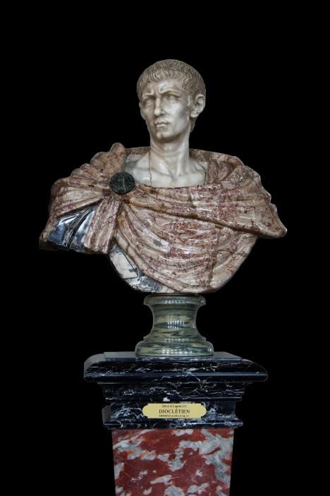 Římský císař Dioklecián je nejdřív ke křesťanům tolerantní, ale pak na ně změní názor.