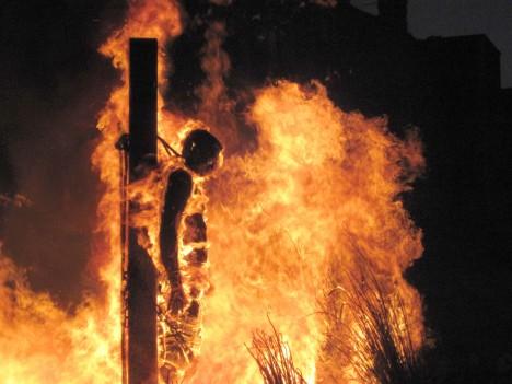 Španělská inkvizice upálí během několika málo let až 5000 nevinných lidí!