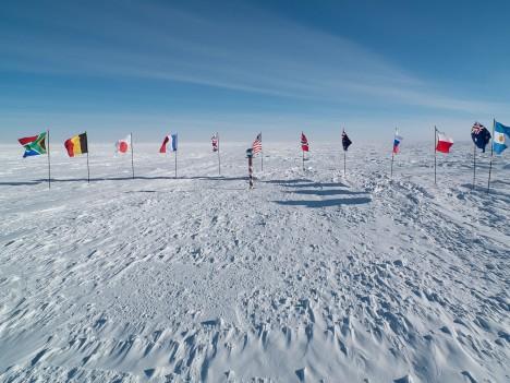 V současné době se na jižním pólu nachází trvale obydlená polární stanice Amundsen-Scott.