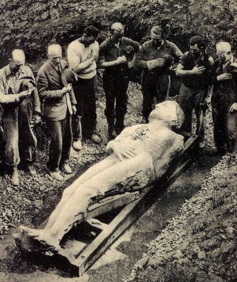 02_Cardiff_giant_exhumed_1869a