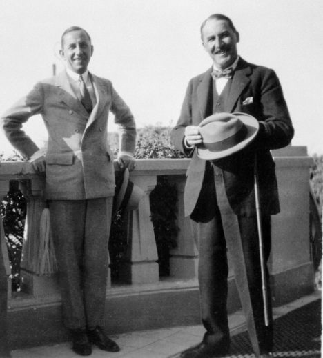Harry Burton with Howard Carter (right). The Metropolitan Museum of Art, Archives of the Department of Egyptian Art. © The Metropolitan Museum of Art.
