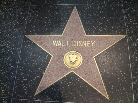 Hvězda Walta Disneye nemůže na hollywoodském chodníku slávy chybět.