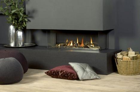 Dreamfire 120 LP, krbová vložka s třístranným prosklením, je vybavena dálkovým ovládáním s funkcí prostorového termostatu.