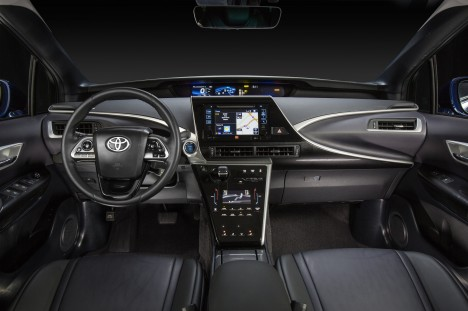 2016_Toyota_Fuel_Cell_Vehicle_006