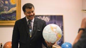 Populární astrofyzik poskytl důkladné vyvrácení absurdního názoru, že Země je plochá