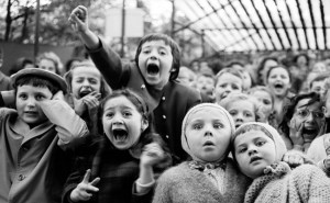 Masová hysterie: Mňoukající jeptišky, roztřesení školáci i zářivý démon