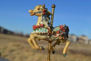 Hráli si potomci šlechticů nejraději s dřevěnými koníky?