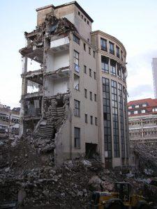 Obrovské stavitelské chyby: Obytný dům, který se vzepřel demolici