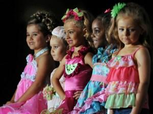 Nevšední dětství: Malé krásky vydělávají miliony!