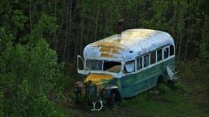 McCandlessův kouzelný autobus: Rezavá továrna na mrtvoly musí pryč!
