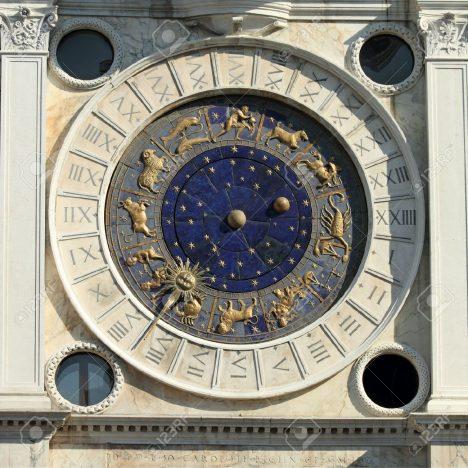 Nejužitečnější a nejspolehlivější hodiny v italských Benátkách tikají na věži na náměstí svatého Marka. Od roku 1499 se jimi řídili všichni námořníci, kteří z přístavu v