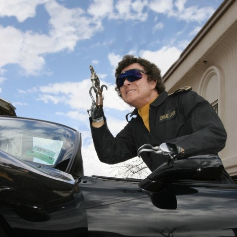 Soukromý život Jay J. Armese připomíná postavu Jamese Bonda. Má rád sportovní střelbu a silná auta.