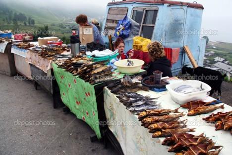 Ryby jsou podstatnou částí zdejší stravy a Omul vyhledávanou delikatesou.