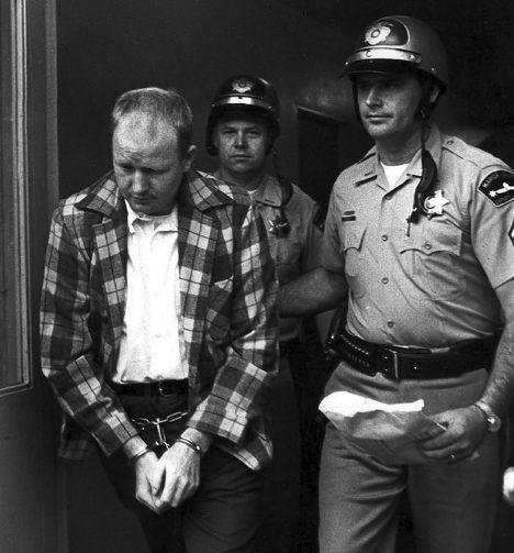 Jerry Brudos, který začal sbírat dámské boty již ve věku 5 let, do jeho zatčení a odsouzení 1969.